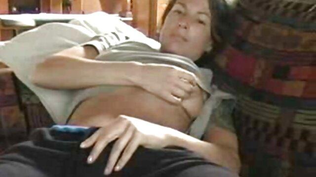 O marido encontrou no telemóvel da mulher como pornô na vida real o amante a fode